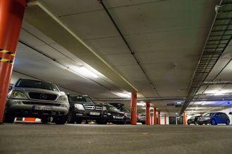 Parkeringshuset på Vulkan i Oslo har ladeanlegg med batteri til effektavlasting.