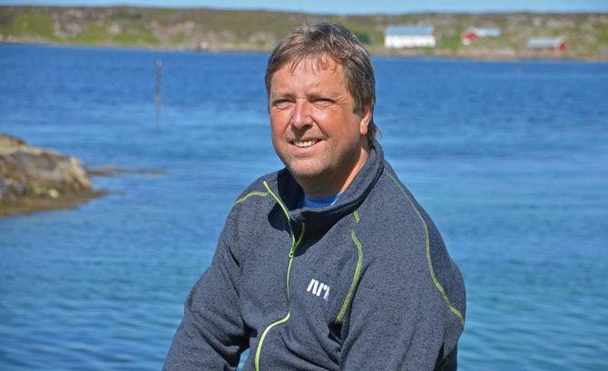 Redaktør Tore Strømøy ute på øya Frøya, der han også driver nettavisen Frøya.no. Nå blir med han på laget om Hitra24.