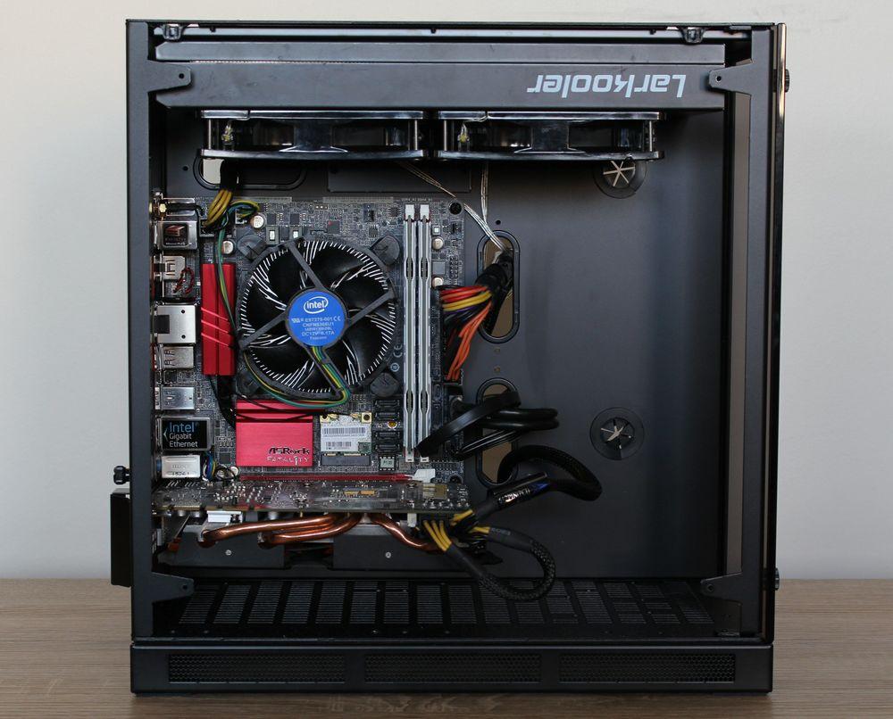 Lian Li PC-Q37 med radiator og lite grafikkort.