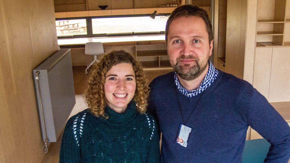 Førsteamanuensis Laurent Georges ved NTNUs Institutt for energi- og prosessteknikk og Maria Justo-Alonso ved Sintef Byggforsk småhus og leiligheter, bygget i henhold til den norske passivhusstandarden, og med redusert antall radiatorer.