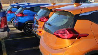 Fem Opel Ampera-e fra forserieproduksjonen står klare til å fraktes fra Detroit til Opel-hovedkvarteret i Rüsselsheim.