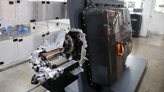 Elmotoren og batteriet som sitter i Opel Ampera-e.