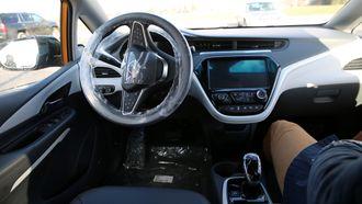 Fortsatt mye plastbeskyttelse i bilen som Teknisk Ukeblad får en liten testtur i.