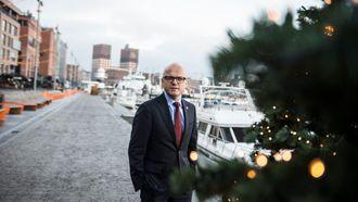 GRØNN JULENISSE: – Det se ut som vi får en grønn jul i år. Da er det fint å også bidra til å gjøre fergene grønnere, sier Vidar Helgesen. Han deler ut 20 millioner til elleve grønne fergeprosjekter.