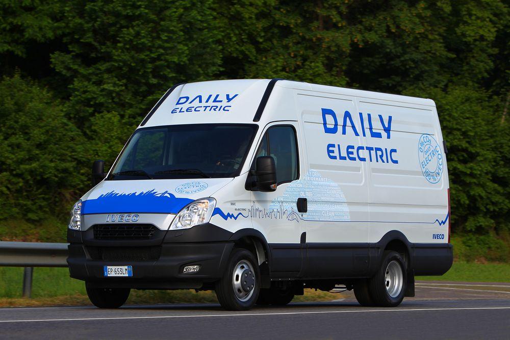 Iveco elminibuss: Ti slike kjøretøyer i minibussutgave vil trafikkere Romerike med skolebarn fra rundt april neste år.
