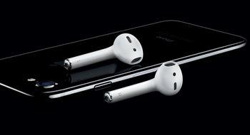 Etter to måneder forsinkelse slipper Apple endelig Airpods
