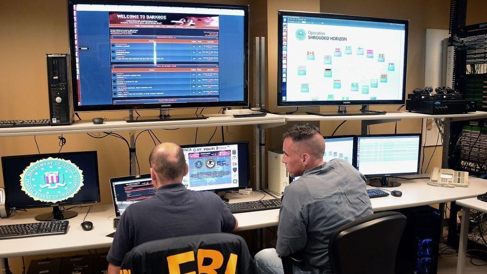 Ifølge FBI jobber DDoS-angriperne sammen i nettverk over hele verden. Etterretningsorganet mener at det er umulig å få has på problemet om ikke myndighetene jobber sammen på tvers av landegrensene.
