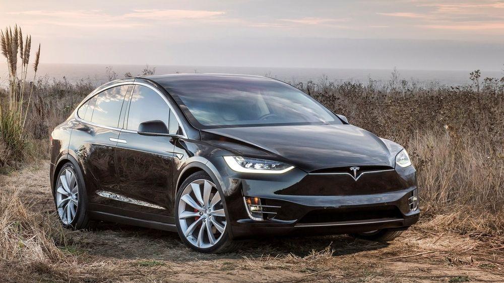 Tesla er den eneste bilprodusenten av en viss størrelse som bare lager elbiler. Bildet viser en Model X.
