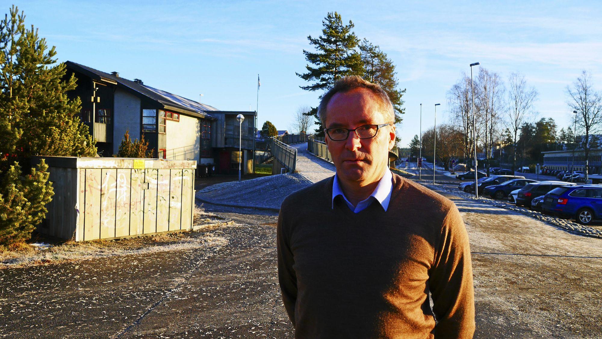 GIR IKKE OPP: Harald Vaadal mener alle vilkårene skal være innenfor for at idrettslagene skal kunne selge fyrverkeri.
