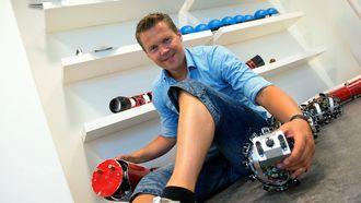 Morten Breivik, leder ved Institutt for teknisk kybernetikk på NTNU, fremhever flere fordeler menneskene har i konkurranse med robotene.
