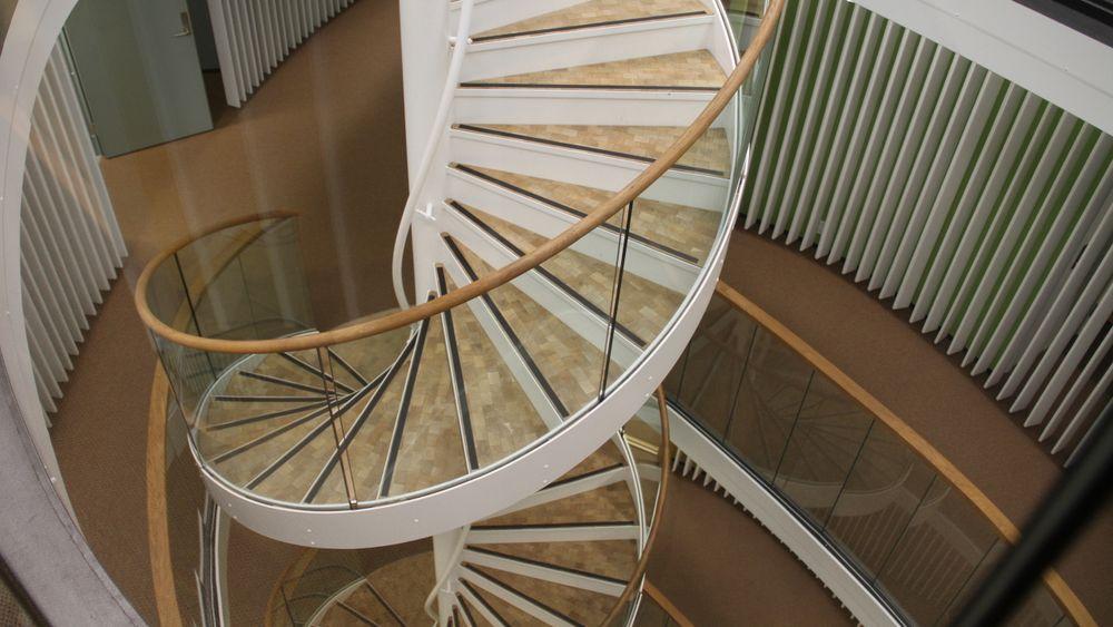 I Powerhouse på Kjørbo er trappesjakten luftekanal. Det gir lavere energibruk. Vel så viktig er at det også gir reduserte klimagassutslipp.