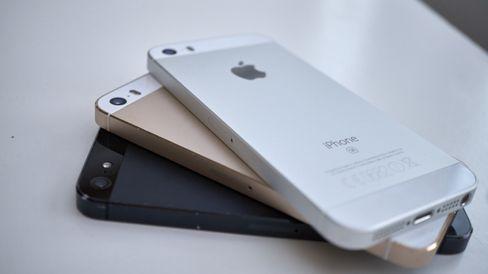 Tre generasjoner 4-tommers iPhone, alle med likt design.