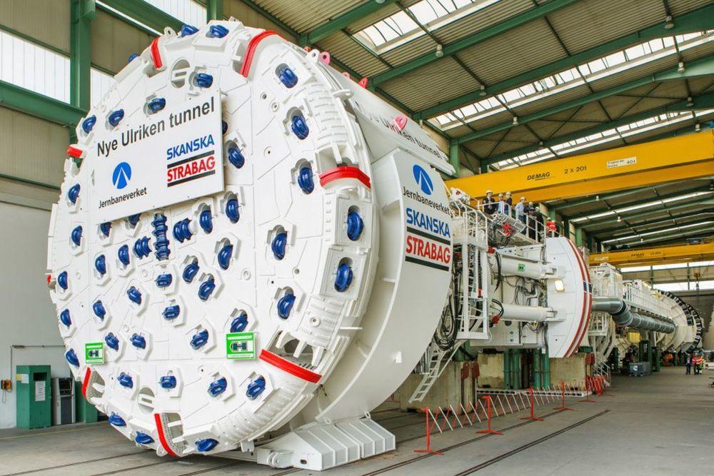 Neppe slik: Skal tunnelboring blir mye billigere og mye raskere enn med slike maskiner som denne, som ble bygget til å drive Ulriken i Bergen, trengs nye ideer. Kanskje Elon Musk har det?