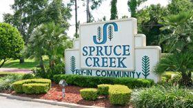 SPRUCE CREEK: I flyparken Spruce Creek er det rundt 1300 boliger og i underkant av 600 fly.