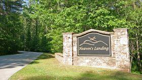USJENERT: Heaven's Landing ligger i naturskjønne og usjenerte omgivelser. Det er 16 boliger der, men hele 300 tomter.