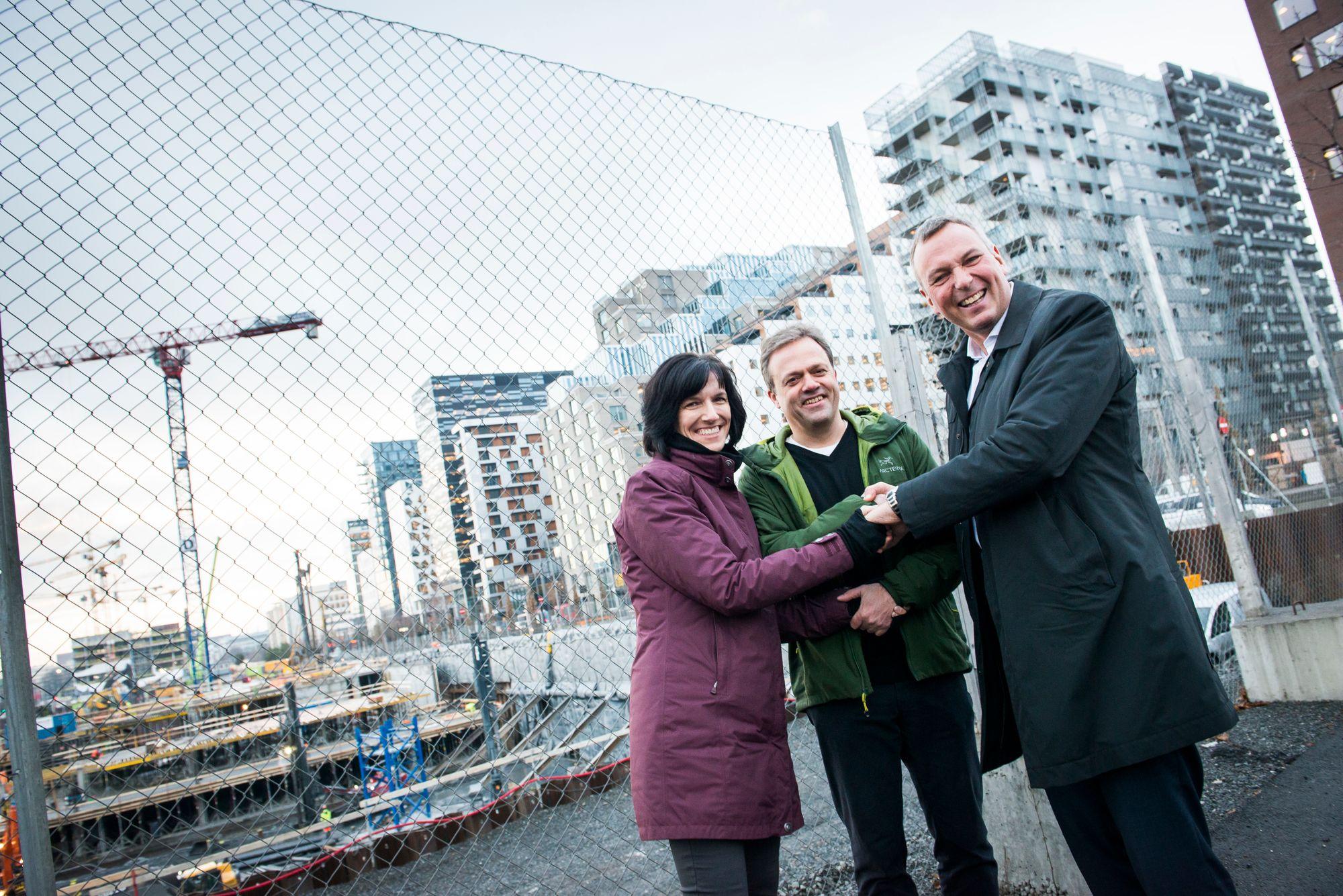 Fra venstre direktør Kimberly Lein-Mathisen i Microsoft Norge, Bjørn Olstad og Rolf Thorsen, direktør i OSU.