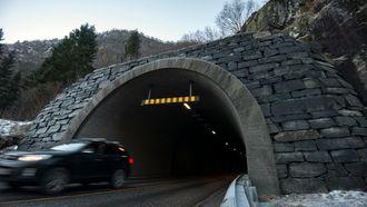 Like utenpå, forskjellige inni: Begge inngangene til Tunsbergtunnelen er identiske med det som opprinnelig var regulert. Dette forenklet omreguleringsprosessen prosjektet måtte igjennom.