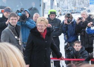 20. desember 2011 åpner samferdselsminister Magnhild Meltveit Kleppa Tunsbergtunnelen.