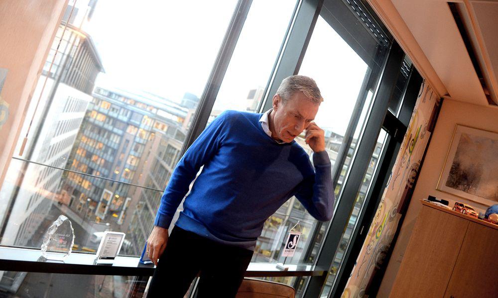 SER TIL VG-HUSET: Fra 9. etasje har Ryssdal utsikt til både tingretten, VG-huset i Akersgata 55, og store deler av byen på dager med mindre tåke.
