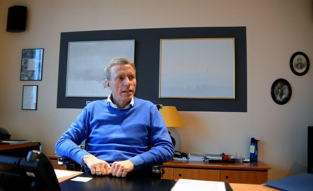 Fra denne pulten styrer Ryssdal et konsern med 15 milliarder kroner i omsetning.