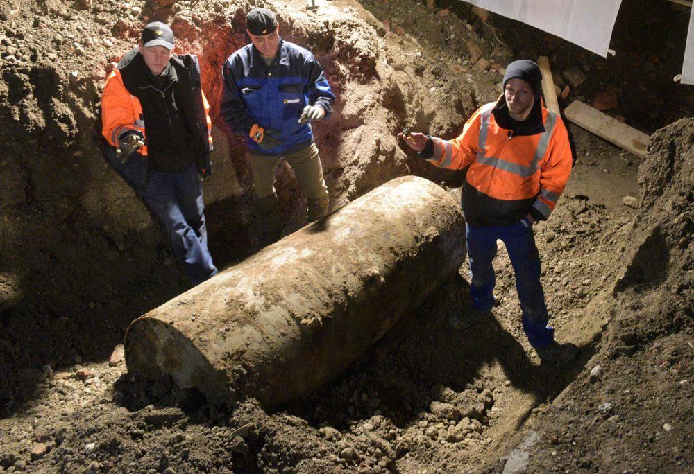 Den kraftige bomben ble uskadeliggjort på en helligdag fordi myndighetene mener evakueringen da blir enklere.