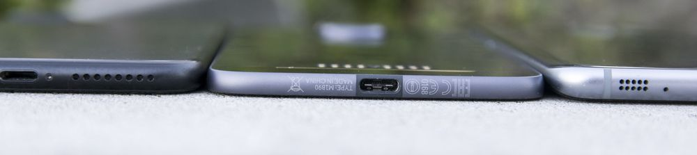 Selv om Apple har fått mest pepper for å ta vekk hodetelefonkotakten ser valget ut til å være en del av en større trend som Apple ikke selv startet. Le Eco og Motorola var begge tidligere ute, og HTC var heller ikke langt bak med en modell uten vanlig hodetelefontilkobling.
