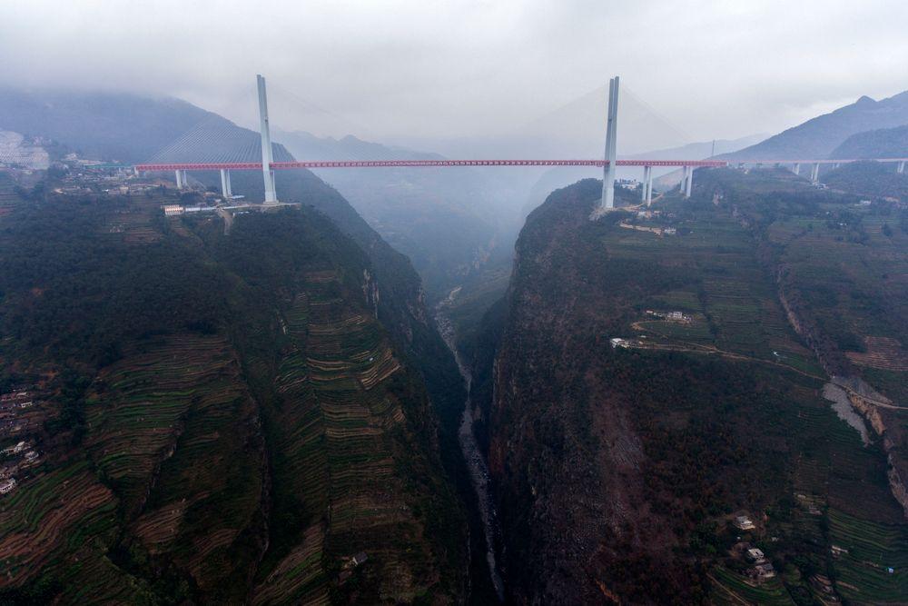Beipanjiang-broen har et hovedspenn på 720 meter.