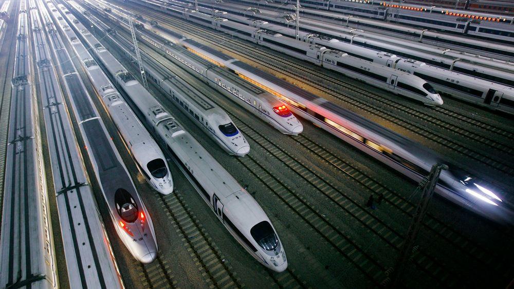 Mens Kina bygger ny lyntogstrekning med maks hastighet på 330 km/t bygges norske jernbanestrekninger med makshastigheter på mellom 200 og 250 km/t.