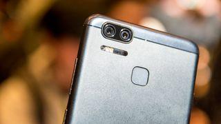 Møt Zenfone Zoom - med optisk zoom og et  gigantisk  batteri
