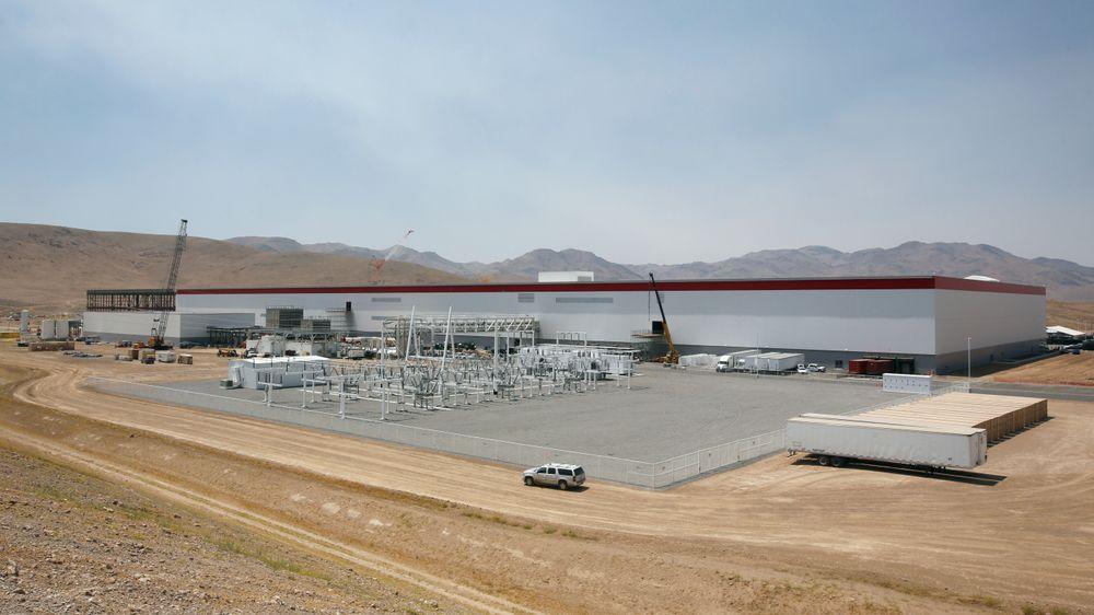 Tesla Gigafactory under oppføring i Nevada i juli 2016. Fabrikken produserer nå batterier til Powerwall og Powerpack, og i løpet av året til Tesla Model 3.