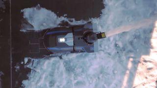 Denne roboten fjerner snøen, klipper gresset, og raker løv
