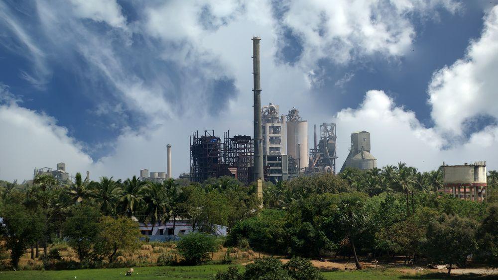 India er fremdeles et svært fattig land, men med en vilje til å utvikle seg. Den enkleste måten å få til dette på er å industrialisere, og grave opp en haug med kull og brenne det. Og India er forsynt med svært store kullfelter. Da kan utslippene i India skyte i været.
