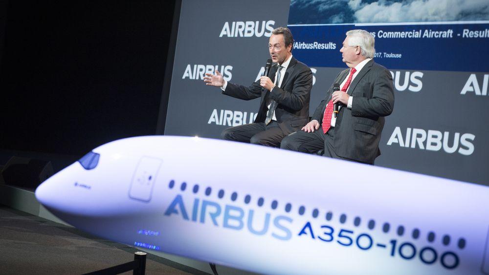 Fabrice Brégier (t.v) og John Leahy la fram Airbus' fjorårstall onsdag.