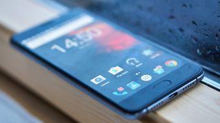 Ser ut som en iPhone 7 Plus, men koster en fjerdedel av prisen og har mye bedre batteritid