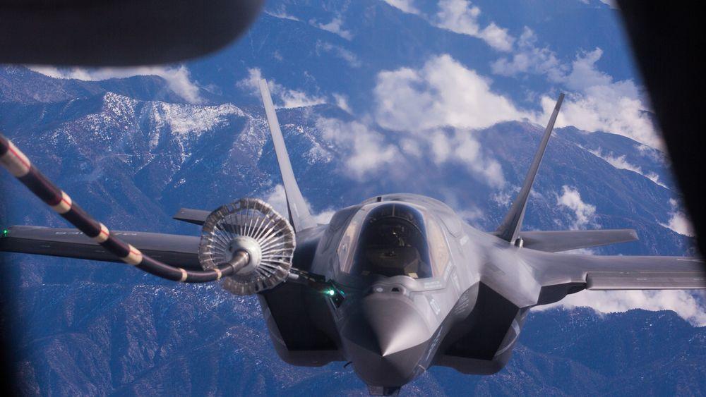 F-35 er ikke bare i utviklingsfasen: Dette er en F-35B tilhørende Marine Fighter Attack Squadron (VMFA) 121 på vei til sin nye base i Iwakuni, like sør for Hiroshima i Japan.