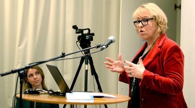Nyhetsdirektør Alexandra Beverfjord (til venstre) og distriktsdirektør Grethe Gynnild-Johnsen - her fra et møte i Kringkastingsrådet fra 2017.