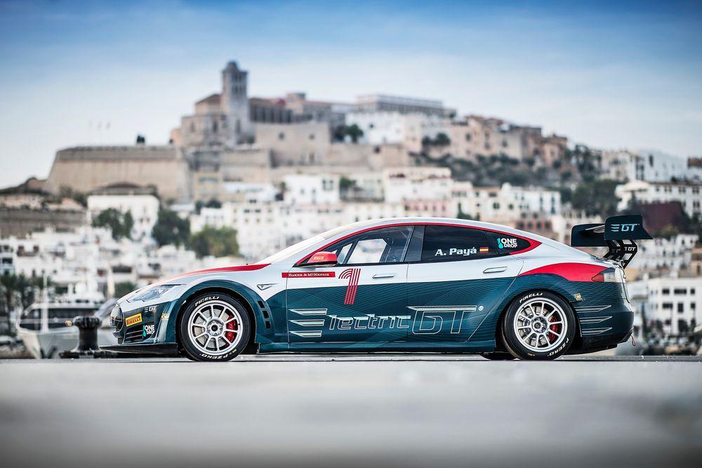Dette er første versjon av Tesla GT da den ble vist fram i 2016.