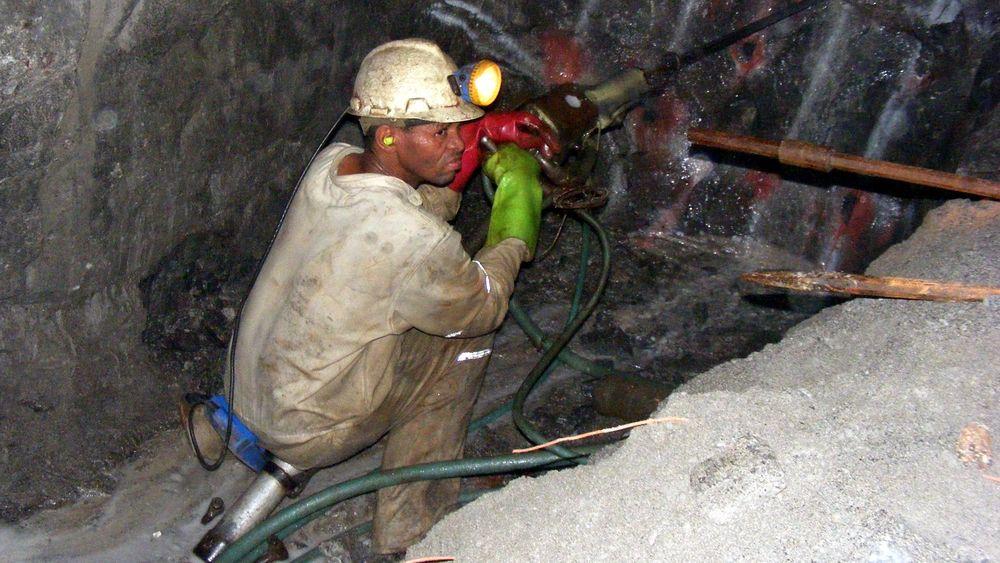 Norsk-afrikansk samarbeidsprosjekt skal gjøre det tryggere å være gruvearbeider. Prosjektet tar utgangspunkt i gruveindustrien i Sør-Afrika. Lykkes arbeidet, kan resultatene bli interessante også for andre land med bemannede gruver.