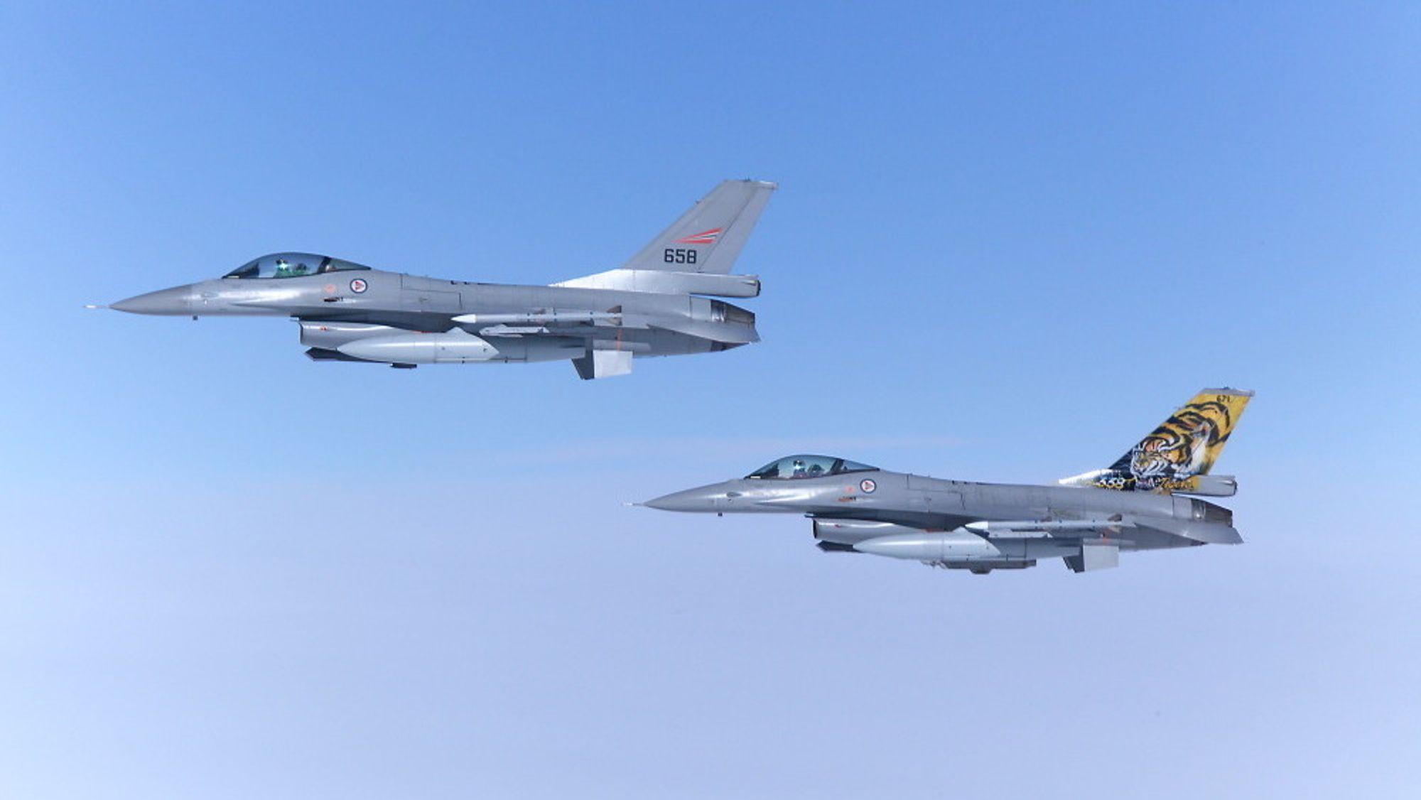 Slepetraktorene kan maskimalt trekke 4,5 tonn med pådragsbremser. Ingen norske kampfly veier mindre enn dette. F-16 veier for eksempel 16 tonn.
