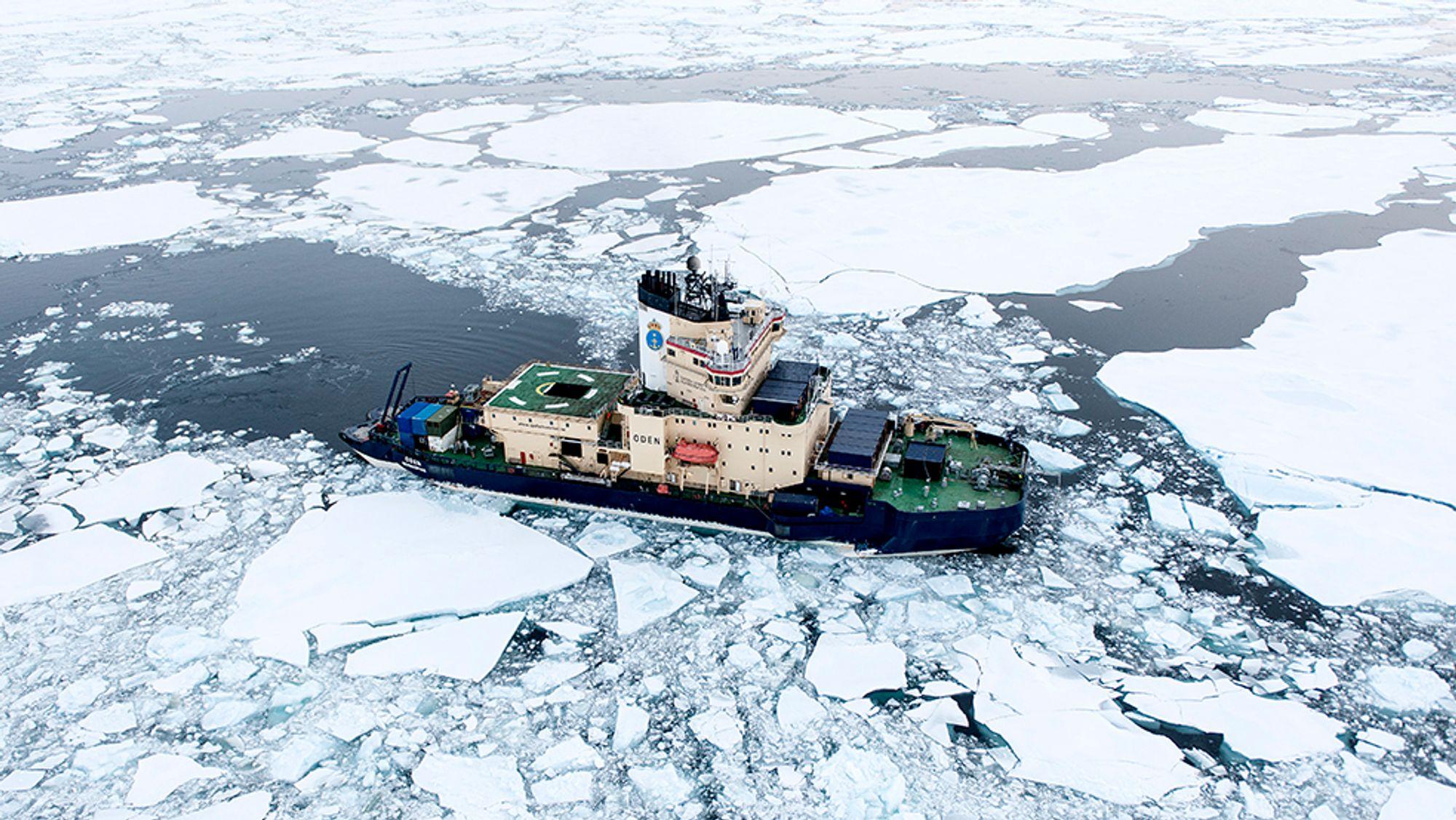 or å få skip til å ligge i ro uten anker, brukes teknologien dynamisk posisjonering. Is og ekstremvær gjør det enda mer krevende. Da trengs også kunnskap om isens krefter på båten, og hvordan isen beveger seg i nærområdet.