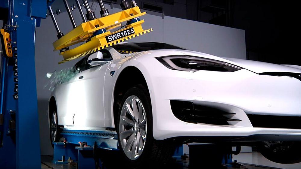 Tesla Model S P100D får svakere karakter for takstyrke enn de øvrige variantene av bilen.