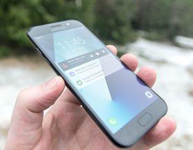 I år kom det tre Galaxy A-modeller, 3, 5 og 7. Alle er tette og alle har design inspirert av Galaxy S7. For neste år spekuleres det i at Samsung kun vil slippe Galaxy A8 og Galaxy A8+.