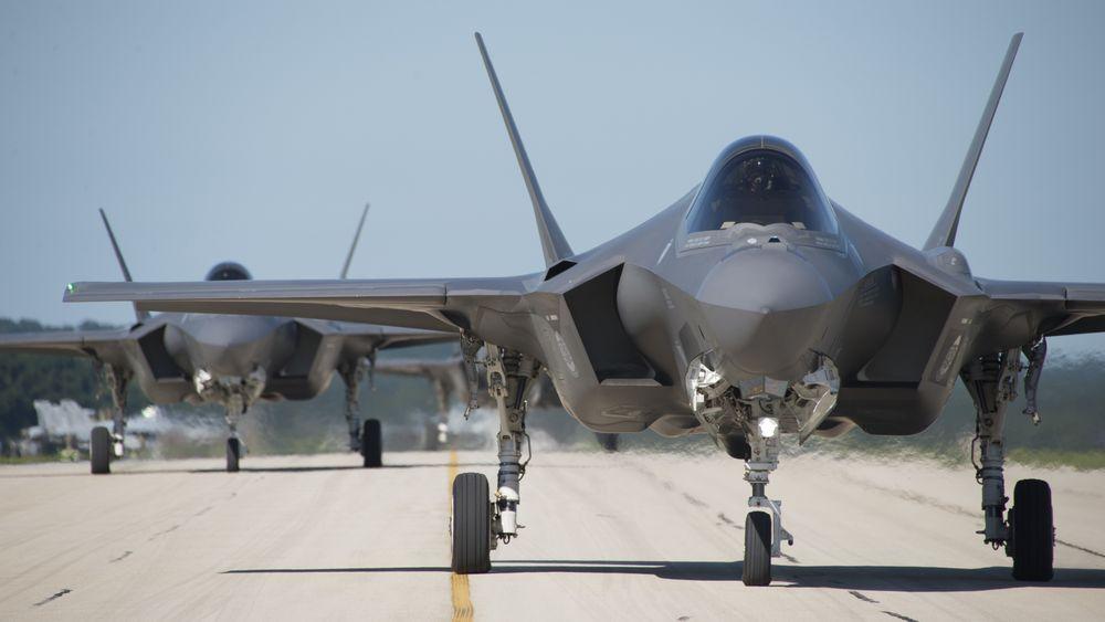 Grunnprisen for den modellen Forsvaret kjøper, er redusert med 7,3 prosent sammenlignet med den forrige kontrakten som ble undertegnet i november i 2016 og som gjaldt fly som leveres i 2017.