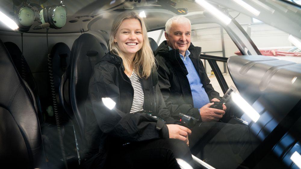Frida Berglund gleder seg til å lære av Ola Tronrud mens de tråler Norge på langs i jakten på Norges smarteste industribedrift.