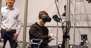Facebook-sjefen prøvde ut «Spider-Man»-hansker til Oculus Rift