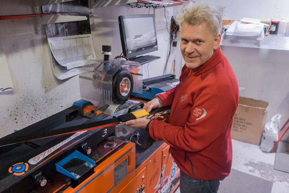 Kjent i smørebua: Sivilingeniør Jan Muren kjenner testmaskinene til Olympiatoppen svært godt.