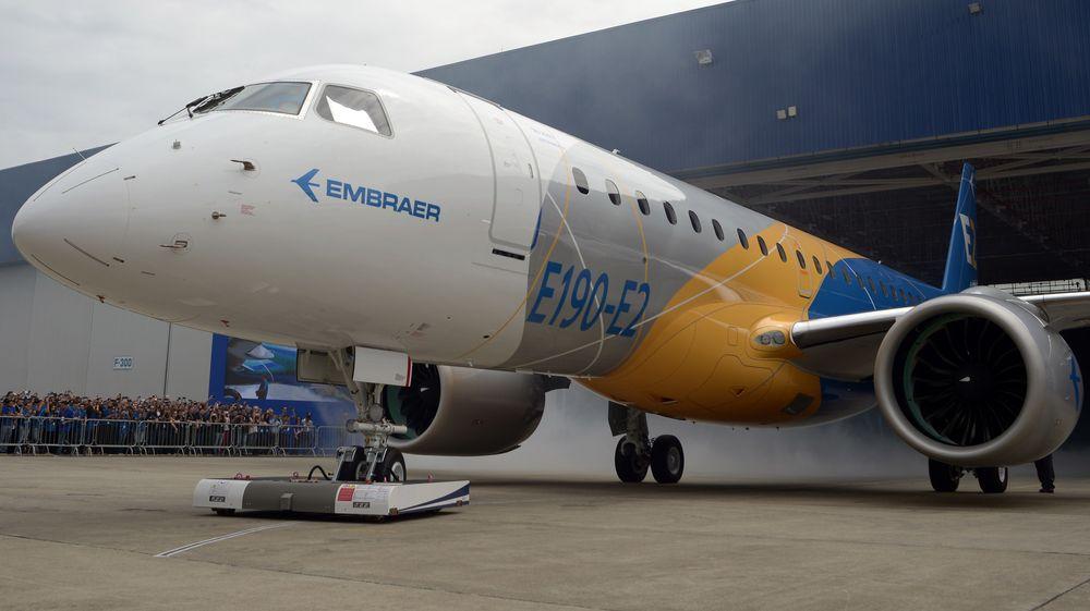 Embraer E190-E2 på utrullingsseremonien i februar i fjor. Om et års tid skal Widerøe, som første flyselskap, ta flytypen i bruk.