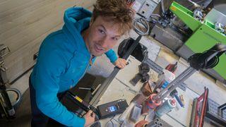 Felix har doktorgrad i friksjon mellom ski og snø. Nå forsker han seg fram til norsk VM-suksess