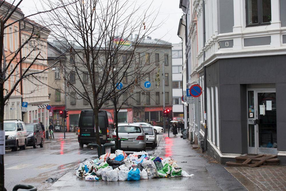 Etter at Oslo fikk ny leverandør av renovasjons tjenester har har den nye leverandøren hatt store problemer med å få hentet avfallet.