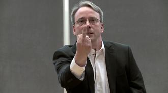 Linux-oppfinner Linus Torvalds er en kontroversiell karakter, men har allikevel tatt Linux fra hjemmekontoret til verdensmarkedet.